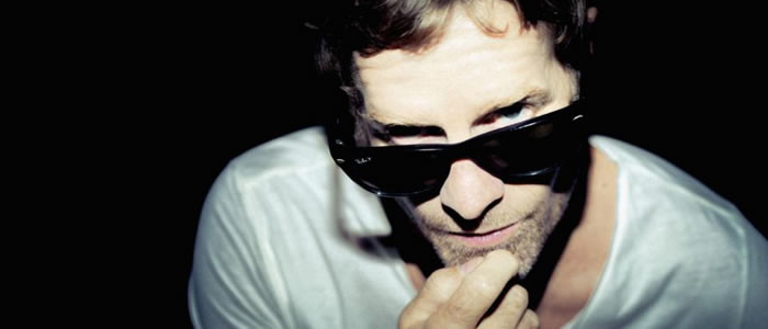 Catch Arno Carstens LIVE at  Barnyard Theatres nationwide this April